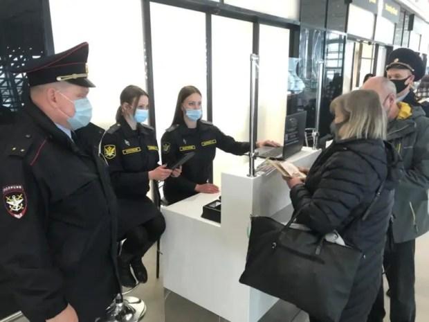 Транспортные полицейские Крыма провели оперативно-профилактическое мероприятие «Дебитор» в аэропорту «Симферополь»