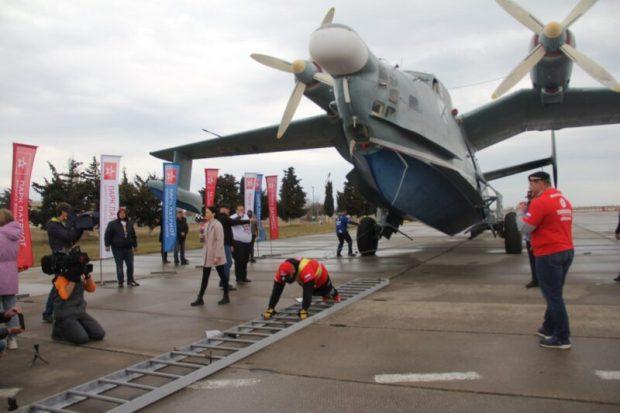 Рекорд с травмой: атлет Исматиллаев Джамшид в Севастополе сдвинул сдвинул самолёт-амфибию