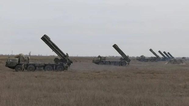 На Украине рассказали о военных учениях со стрельбами «Смерчем» вблизи границы с Крымом