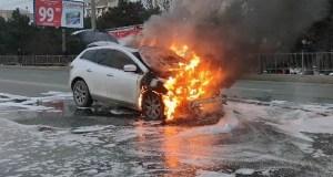 В Севастополе на проспекте Генерала Острякова сгорела «Mazda CX-7»