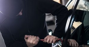 В Симферополе поймали автоворишек: потрошили салоны и багажники машин, не брезговали ничем