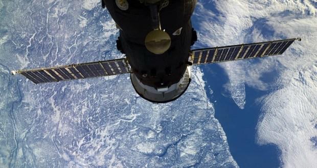С Днем космонавтики россиян поздравляет борт МКС