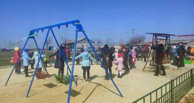 В Джанкойском селе Константиновка состоялось торжественное открытие детской площадки