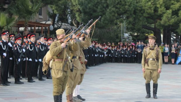В честь Дня освобождения Ялты на набережной состоялось шествие «Дорога освободителей»