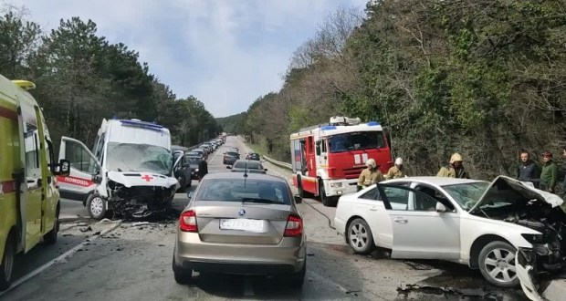 Смертельное ДТП с участием «Скорой помощи» на Южнобережном шоссе, под Ялтой