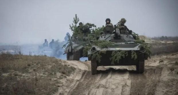 Так кто там «наращивает силы» на границе? Украина провела военные учения близ Крыма
