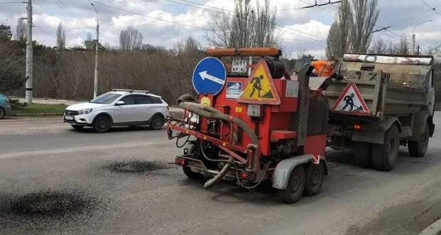 Примета весны – ямочный ремонт дорог. Где ведутся работы в Симферополе