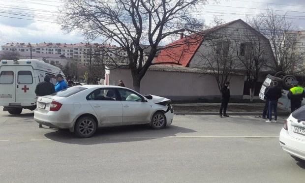 ДТП в Симферополе: ВАЗ – «перевертыш»