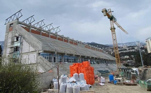 Работы по реконструкции ФОК «Авангард» в Ялте идут по графику. Срок сдачи стадиона - конец 2021 года