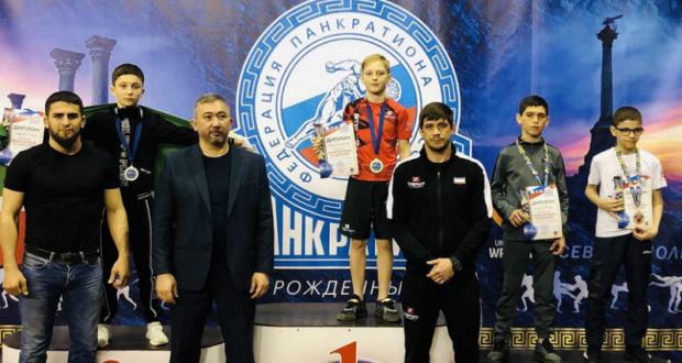 У сборной Крыма – семь медалей первенства России по спортивной борьбе панкратион