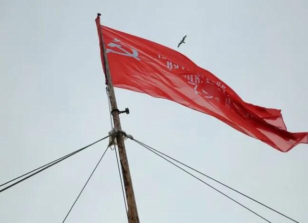 9 мая артековцы водрузили Знамя Победы на скалах Адалары