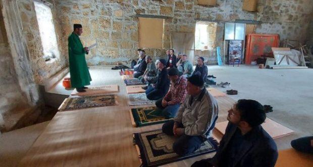 После долгого безмолвия в мечети Шукурулла-эфенди в Текие дервишей в Евпатории прозвучал эзан