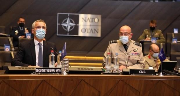 В НАТО заявили о десятках тысяч российских военных у границ Украины