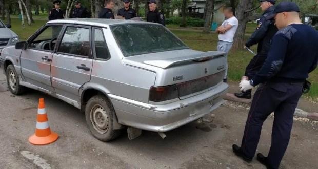 В Армянске сотрудники ГИБДД задержали угонщика ВАЗа