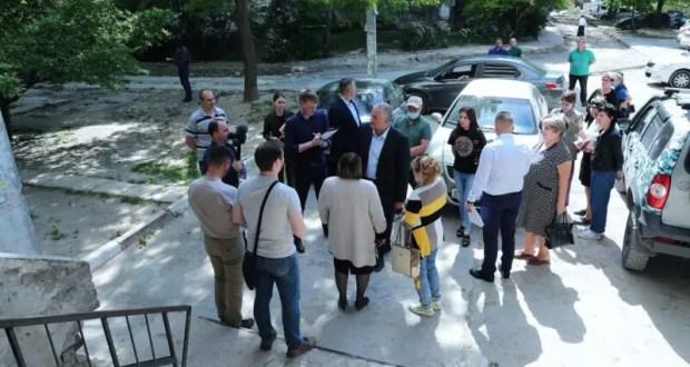 Сергей Аксёнов поручил изменить ситуацию с уборкой подъездов и придомовых территорий в Симферополе