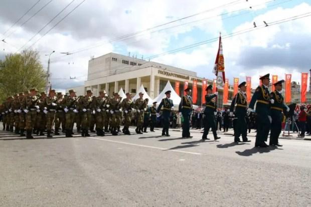 Более 1000 военнослужащих и 57 единиц техники. Как проходил Парад Победы в Симферополе