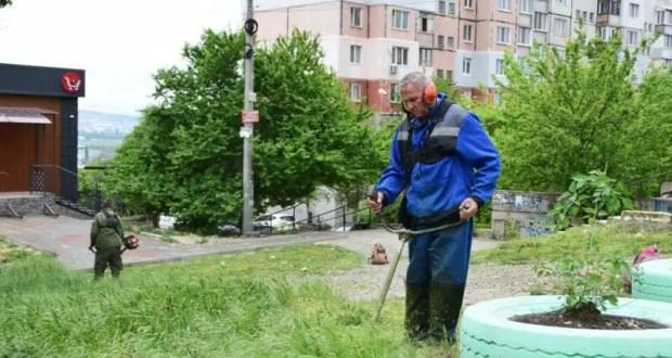 Глава администрации Симферополя: важно привести в надлежащий вид дворовые территории