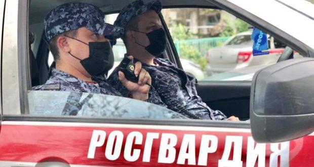 Росгвардейцы задержали мужчину, подозреваемого в нападении с ножом на севастопольца