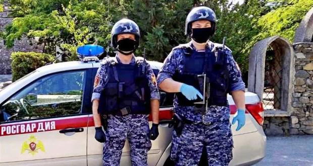 В Крыму сотрудники Росгвардии пришли на помощь попавшим в ДТП гражданам
