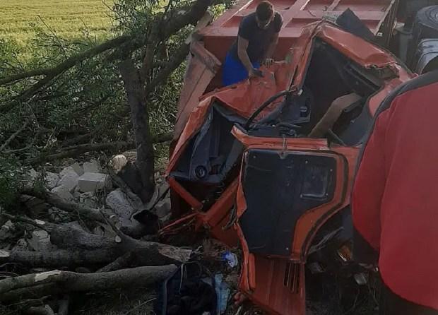 ДТП в Симферопольском районе: КАМАЗ-«перевертыш»
