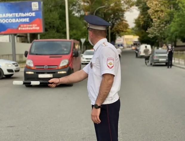 ГИБДД и фонд «За трезвый Крым» устроили в Симферополе «коридор трезвости»
