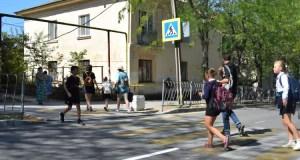В Севастополе намерены отремонтировать 20 участков дорог, ведущих к школам и детсадам