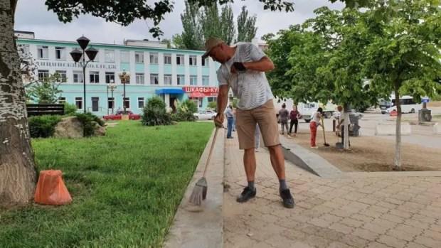В Керчи проходит городской субботник по ликвидации последствий ЧС