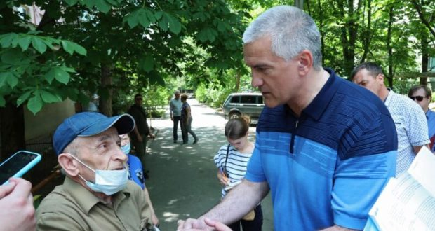 Сергей Аксёнов продолжил инспекционные поездки по микрорайонам Симферополя