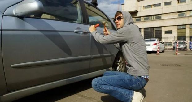 Угнал машину в Симферополе и поставил её… в своём дворе в Севастополе