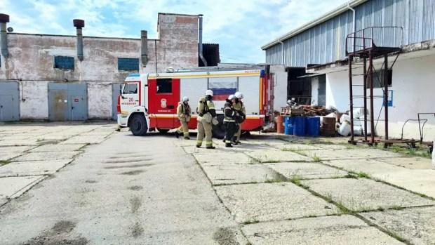 В Феодосии тушили пожар на табачной фабрике. К счастью, учебный пожар