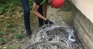 В Симферополе начали очищать фасады от «паутины проводов»