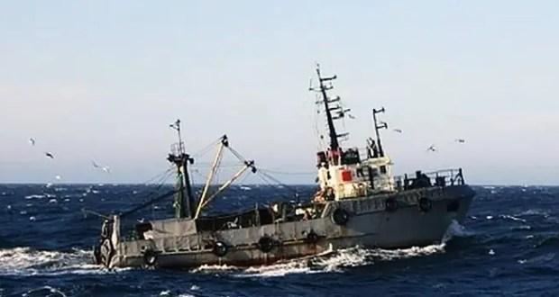 Украинские рыбаки терпят бедствие в Черном море, но отказываются от помощи русского корабля