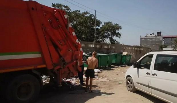 Судак завален мусором