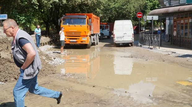 Скоро месяц, как ливни вызвали подтопления в Керчи и Ялте, но не все последствия ЧС ликвидированы