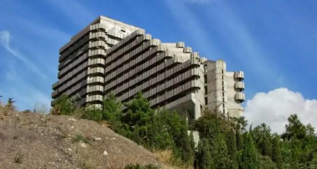 В Алуште суд обязал собственника недостроенного 15-этажного здания провести консервацию объекта