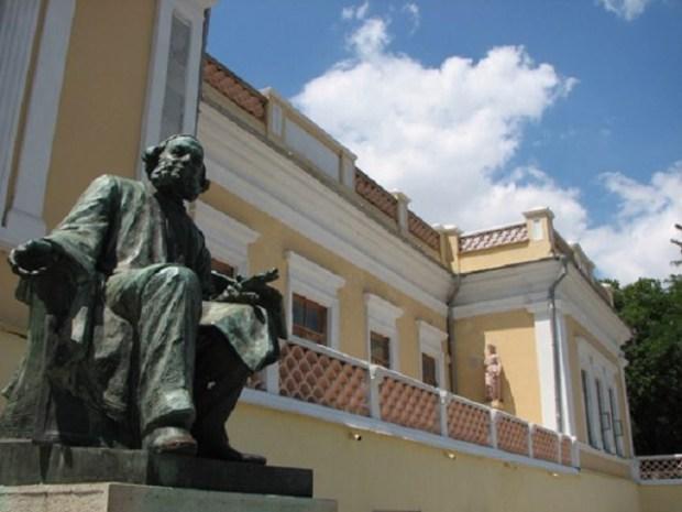 Как идут ремонтно-реставрационные работы в Феодосийской картинной галерее имени Айвазовского