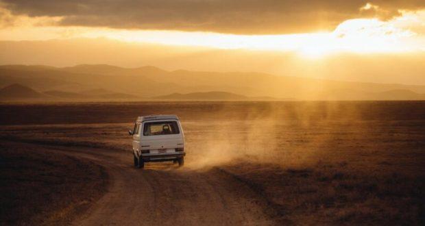 На каком видом транспорта россияне предпочитают путешествовать по стране