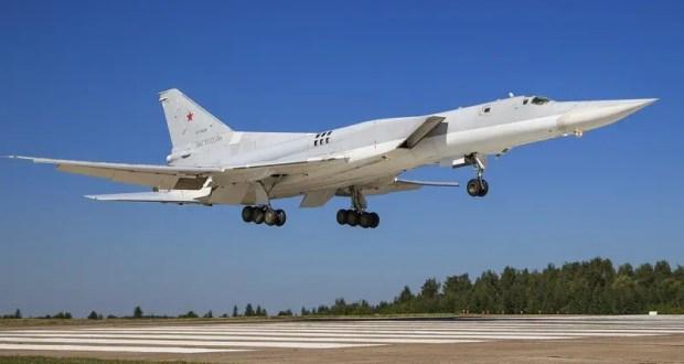 Бомбардировщики Ту-22М3 ВВС России провели патрулирование над Черным морем
