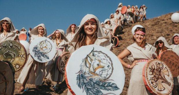Прибрежные холмы Крыма превратятся в гигантскую сцену мюзикла «В порту»