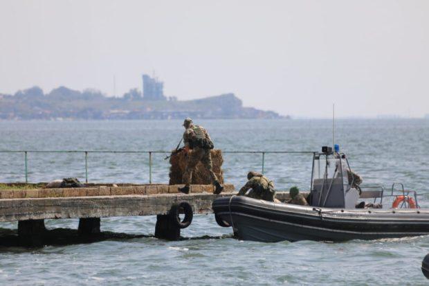 В Керчи, в рамках форума «Армия-2021» разведчики высадились на необорудованный участок морского побережья