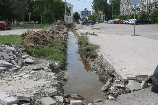 В Керчи перекрыты улицы в центре. Идет большая уборка