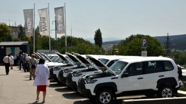 В больницы Крыма направлено 17 новых автомобилей «NivaTravel» и «LADA 4х4»