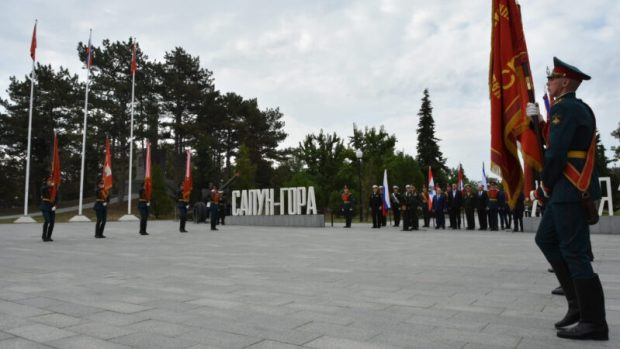 Музеям Крыма и Севастополя передали исторические боевые знамена