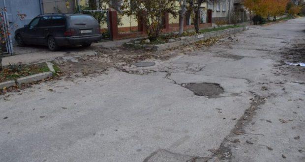 До конца года на Корабельной стороне Севастополя отремонтируют 18 дорог