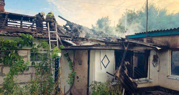 В Севастополе огнеборцы тушили крупный пожар на территории частного домовладения