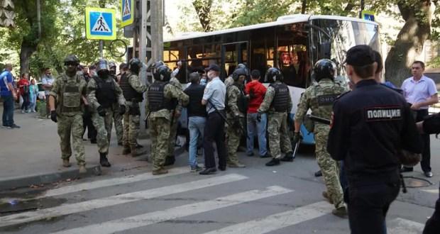 В Крыму суд наказал четверых граждан за неповиновение сотрудникам полиции
