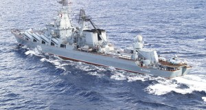 Экипажи ракетного крейсера «Москва» и корвета «Ладный» выполнили артстрельбы в Черном море