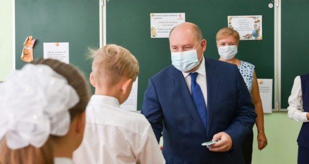 Губернатор Севастополя поздравил школьников, студентов и педагогов с Днем знаний