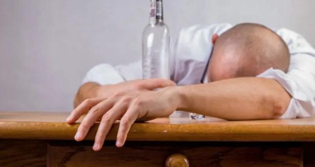 Вывод из запоя: какая помощь спасёт безмерно пьющего?