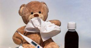 Эксперт: болеешь простудой - не заразишься коронавирусом. Но...